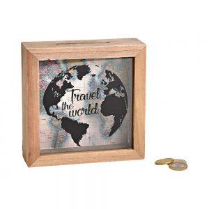 Drewniana skarbonka z motywem podróżniczym 15×15 cm