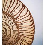 Drewniana dekoracja stojąca Tori w kształcie muszli